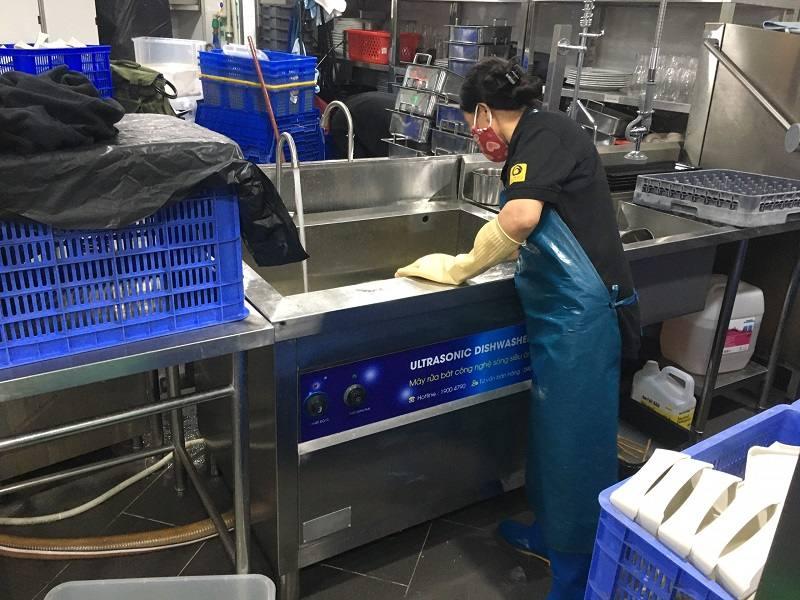bể máy rửa khay suất ăn công nghiệp rama